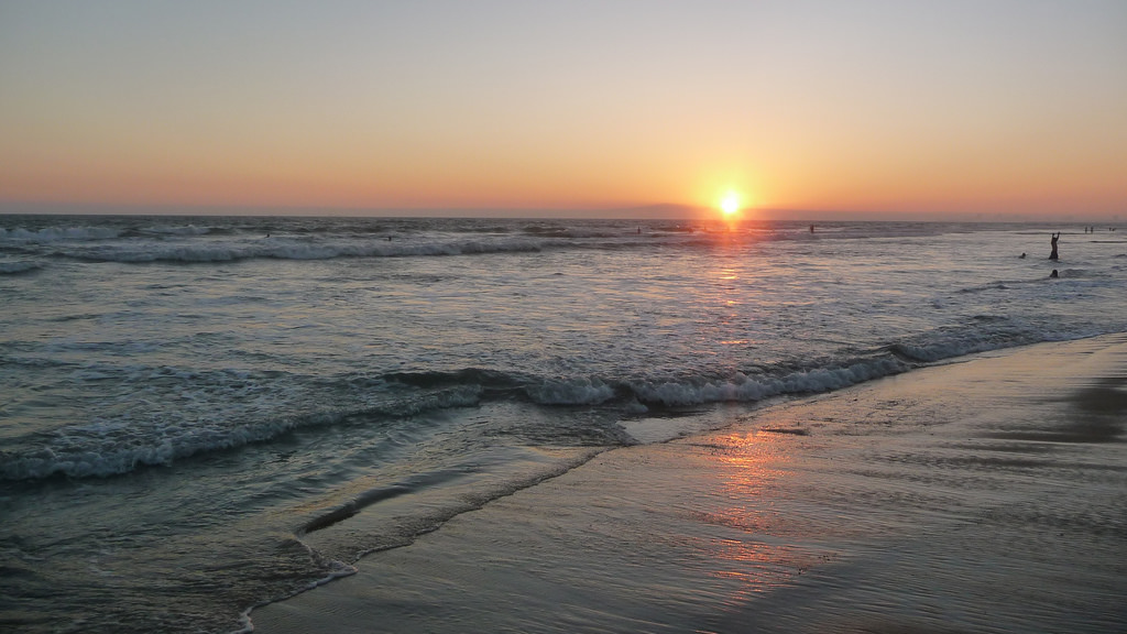 Huntington Beaches Surf Spots: Corky Carroll's Surf School HB